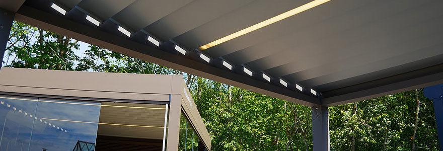 Pergola design grise pour extérieur maison
